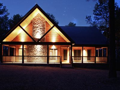 Honeymoon Luxury Cabin 1 BR 1 W/Jacuzzi, Hot Tub, Fireplaces & WiFi