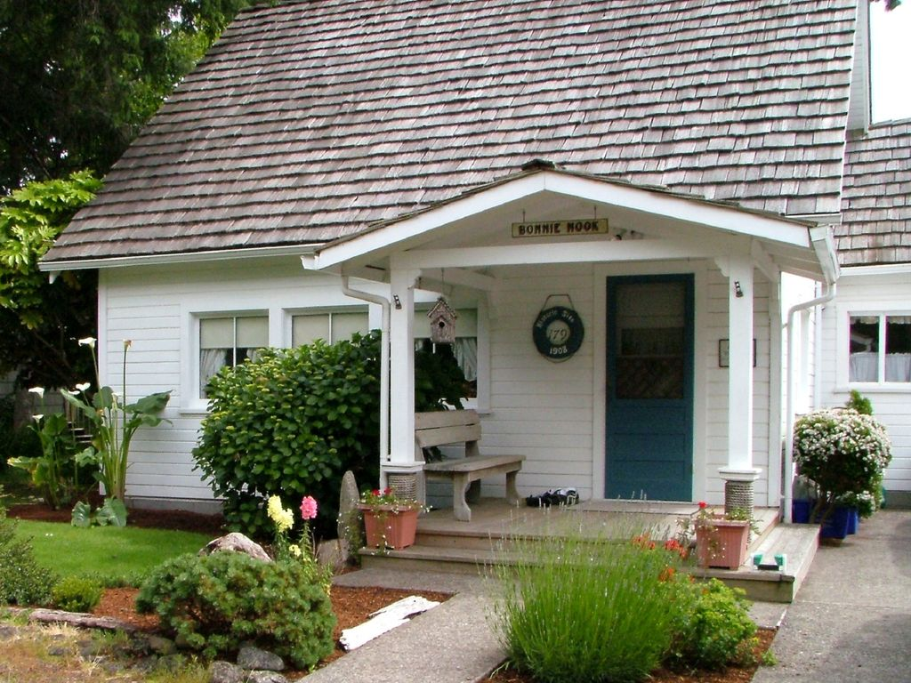 Cannon beach historic cottage in walking vrbo for Beach house rentals cannon beach