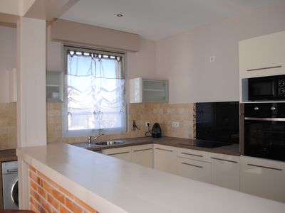 LARGE 4 BEDROOM APARTMENT 130 M2