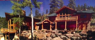 Luxury log home with style-serene mountain living at it's finest!