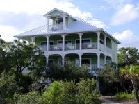 Peaceful Retreat in Plantation, Gorgeous Ocean Views, Steps to Beach, pets ok