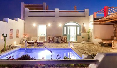 ZAPHYR HOUSE SANTORINI 1 BR 1 BA and living room (2 to 4 persons) Private Pool, perfect, high specification accommodation. - One Bedroom Villa, Sleeps 4