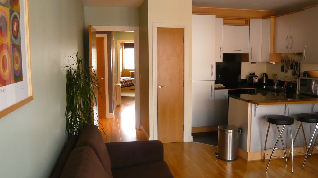 2 bed 2 bath perfectly located central vrbo for Living room dublin