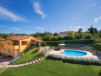 Wellness-spa, garden with playground, game room, swimming pool 60m2