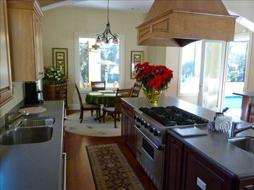 Gourmet Kitch, 2 dishwashers/sinks, Viking appliances, pool view