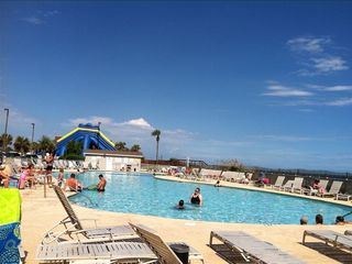 Familly pool along the beach.Hop in pool and just a few steps swim in the Ocean.