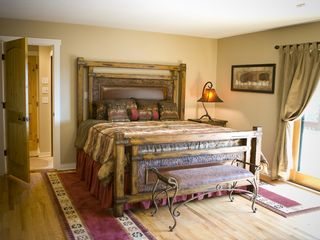 Weaverville lodge photo - Upper Level King Suite