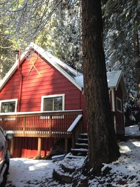 Pinecrest cabin rental - Spring snow in front of cabin