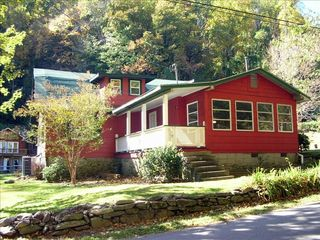 Chimney Rock cottage photo - Crimson Cottage