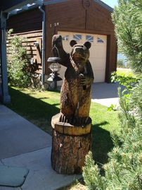 Pinetop townhome rental - Grizzly says 'Welcome-I'll keep the light on for you.'