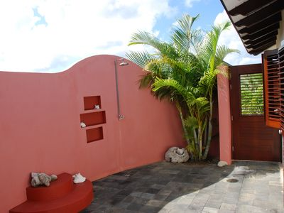 Bonaire cottage rental - Fully enclosed and private outside shower connecting to bedroom