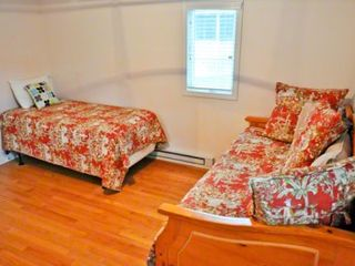 Oak Bluffs cottage photo - Bedroom #3 - Has Full Day Bed Trundle & Twin Bed. First Floor