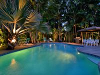 Inspired Makeover - Tropical Luxury meets Old World Charm - 4 BR 3 BA - Pool