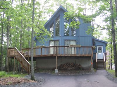 Masthope chalet rental - Front of home with wrap around deck