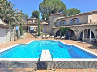 Charming villa with private pool between homeaway for Fare una villa