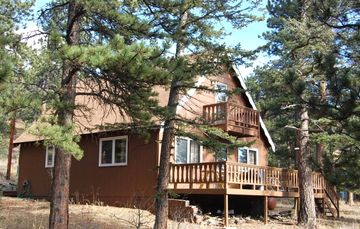Allenspark cabin rental - Front view of the cabin
