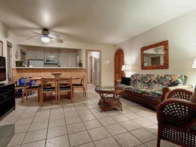 Newport Beach condo rental - Lower Unit Dining Area and Living Room