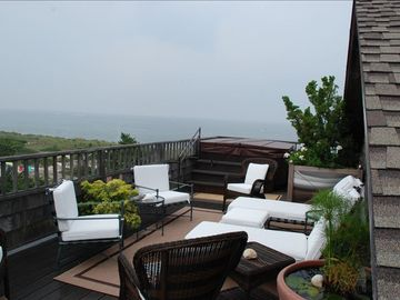 Rooftop Deck, Living area
