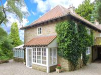 FIRBANK COTTAGE, family friendly in Castleton, Ref 30565