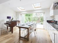 Sweet And Musical Terrace House With A Patio In Shepherd's Bush