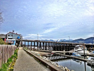 Gibsons cabin rental - Seawall towards the Gibsons Wharf