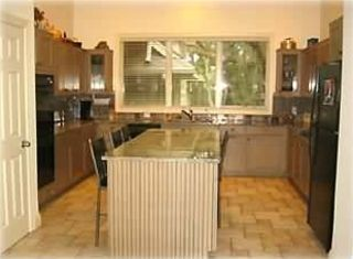 Fully equipped Kitchen with seating for 4 people, double oven