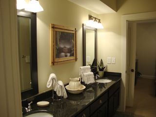 Hiawassee condo photo - Shared Bath between 2nd and 3rd Bedrooms