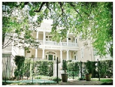 New Orleans condo rental - From the oak-lined street, the view of the courtyard of Pine Court.