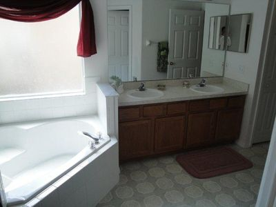 Lake Berkley villa rental - Master ensuite- bedroom 1