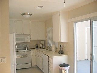 Dana Point condo photo - Light and Cheery Kitchen