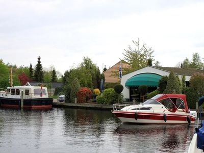 Cozy house with own garden, dock & speed boat in charming southern location