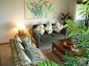 Keauhou condo rental - Elegant living room, airy and bright with cathedral ceilings.