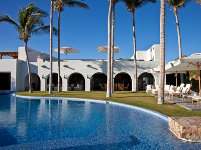 Casa Oliver is an ultra luxurious beach front home in Puerto Los Cabos designed with the comfort of the guests in mind