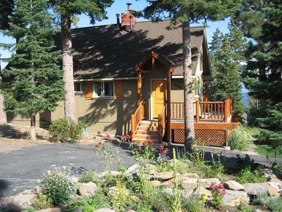 Welcome to The Cozy Cottage in Carnelian Heights! Complete w/circular driveway