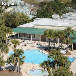 Bayside swimming pool 300 steps away from unit. Another Broken Egg same local