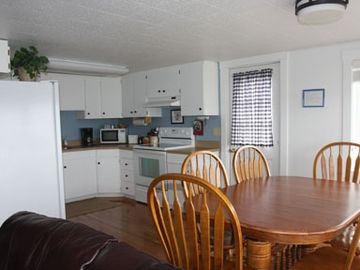 All of the suites have equipped kitchens (Whale Watch Suite)