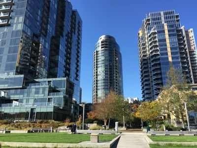 Enjoy the Heart of the Trendy South Waterfront nearby Downtown Portland Oregon