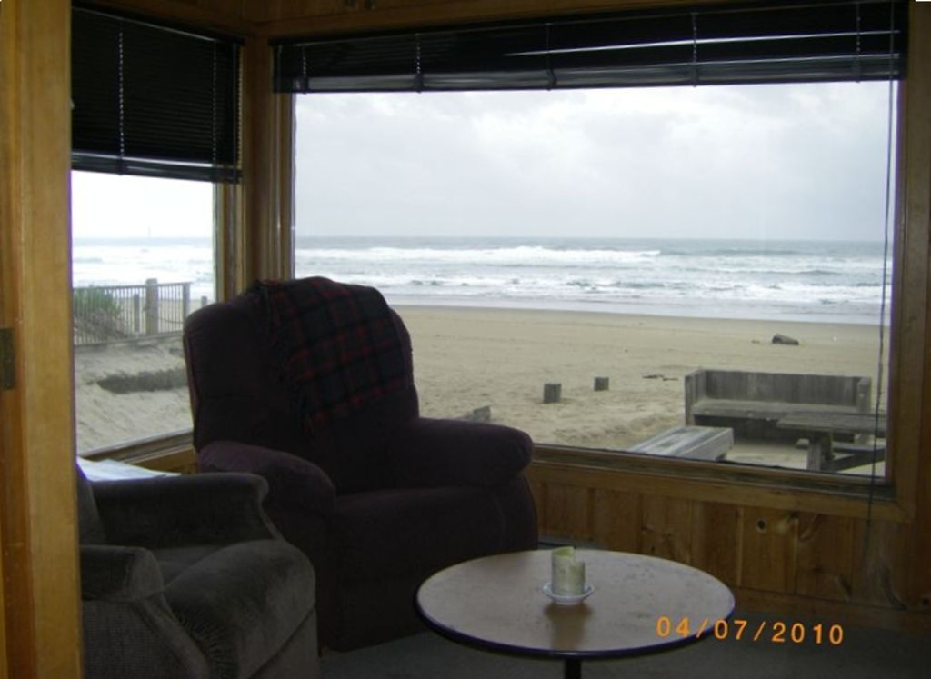 Cannon beach house rental oceanfront beach house homeaway for Beach house rentals cannon beach