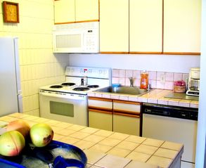 Lahaina condo photo - very well equipped kitchen