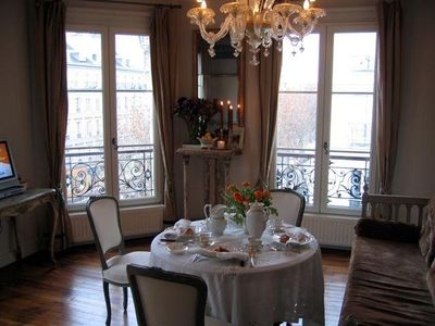 Welcome to paris! living room with murano chandelier