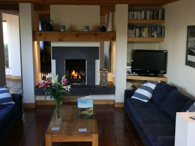 COSY LIVING ROOM WITH SLATE FLIREPLACE