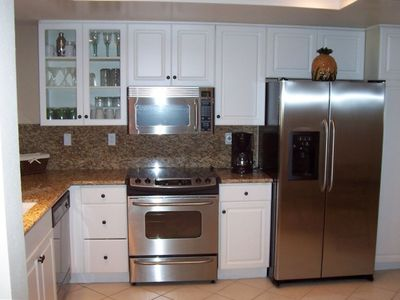 Remodeled Kitchen - Granite & Stainless Steel Appliances!