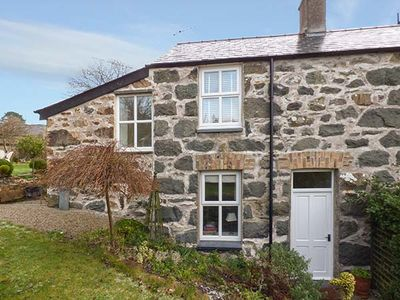 GARDEN COTTAGE, family friendly in Criccieth, Ref 920499