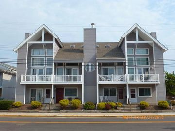 Boardwalk condo rental - Edgewater Estates - 843 Plymouth Place Condominium is the 2nd condo on left