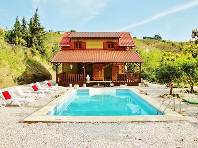 A romantic villa in a quiet green oasis,a big swimmingpool,not far from the sea.