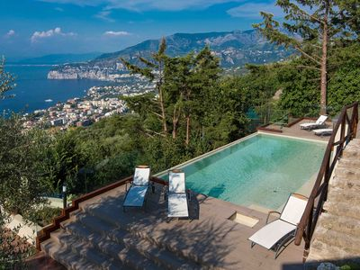 Villa Davide , infinity pool,sea view,Jacuzzi,garden and terraces