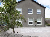 OUTERTHWAITE COTTAGE, family friendly in Flookburgh, Ref 916187