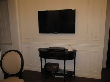 40inch HDTV, Blu-Ray DVD, free landline international calling, free WiFi