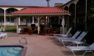 Corpus Christi condo photo - BBQ by the pool