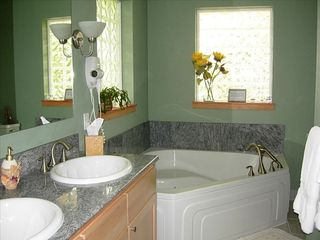 Moclips townhome photo - Sea Mist master bath has granite, double sinks and